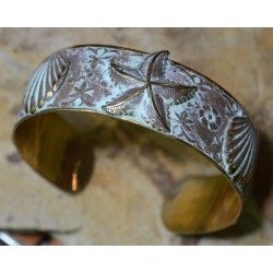 White Patina Brass Starfish and Scallop Shells Cuff