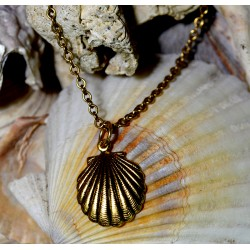 Antique Gold Brass Scallop...